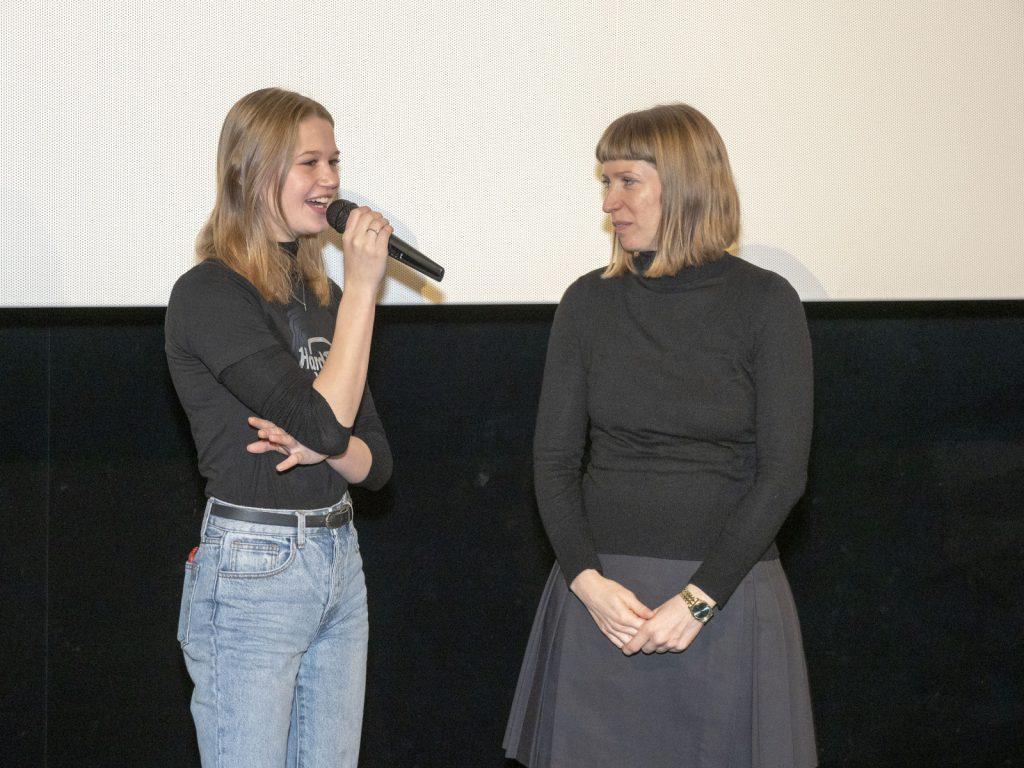 Nola Kemper beantwortet Fragen aus dem Publikum, Anna Hofmann übersetzt